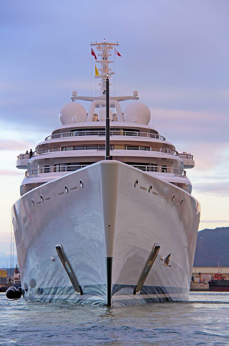 Azzam The Largest Yacht In The World The Howorths The