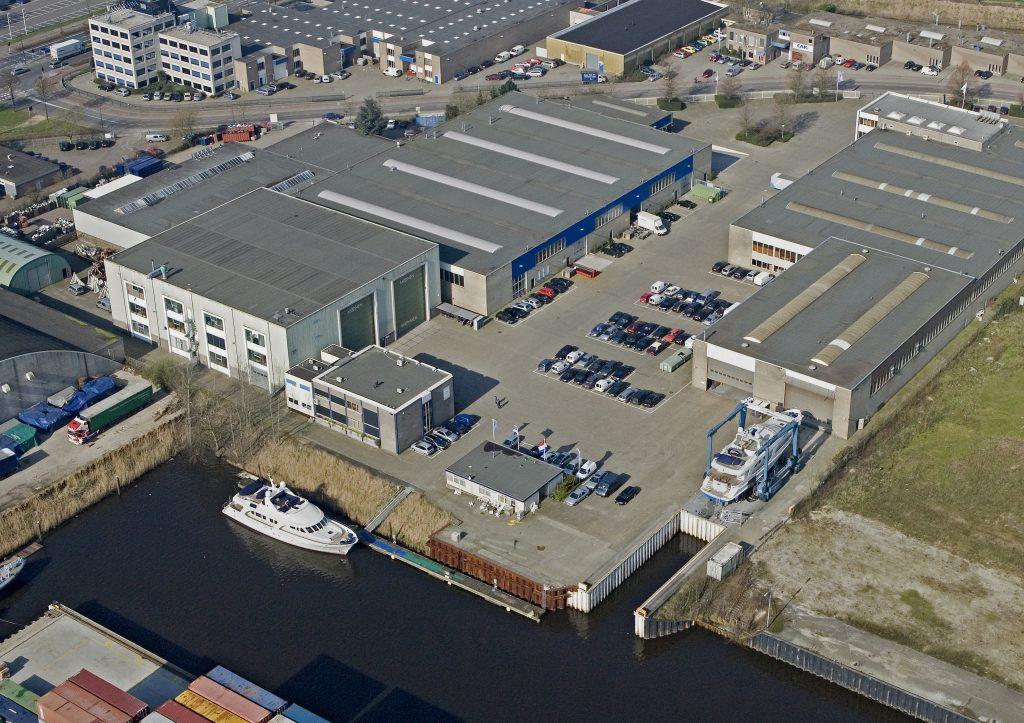 building a 36 metre yacht on spec at Moonen