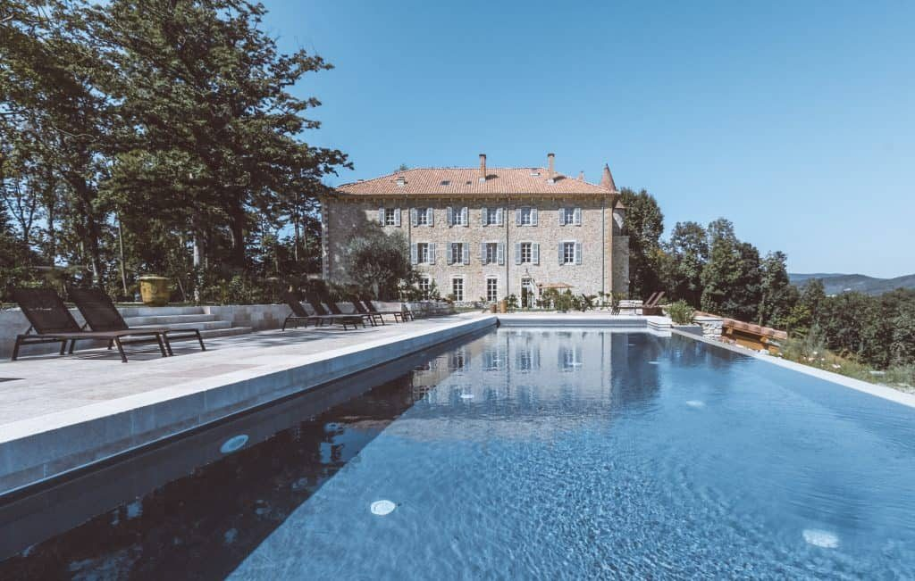Château Les Oliviers de Salettes is a charming hotel restaurant and spa in Drome in Provence. It has an outdoor pool and a wellness centre, and makes it ideal as a romantic luxury getaway stay in the South of the France between Grignan and Montelimar.