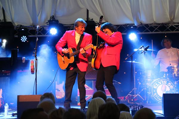 With headline entertainment from The Trems, Dave Berry & The Cruisers and Spence James from the Searchers the fee offers good value for those seeking a campsite with entertainment.